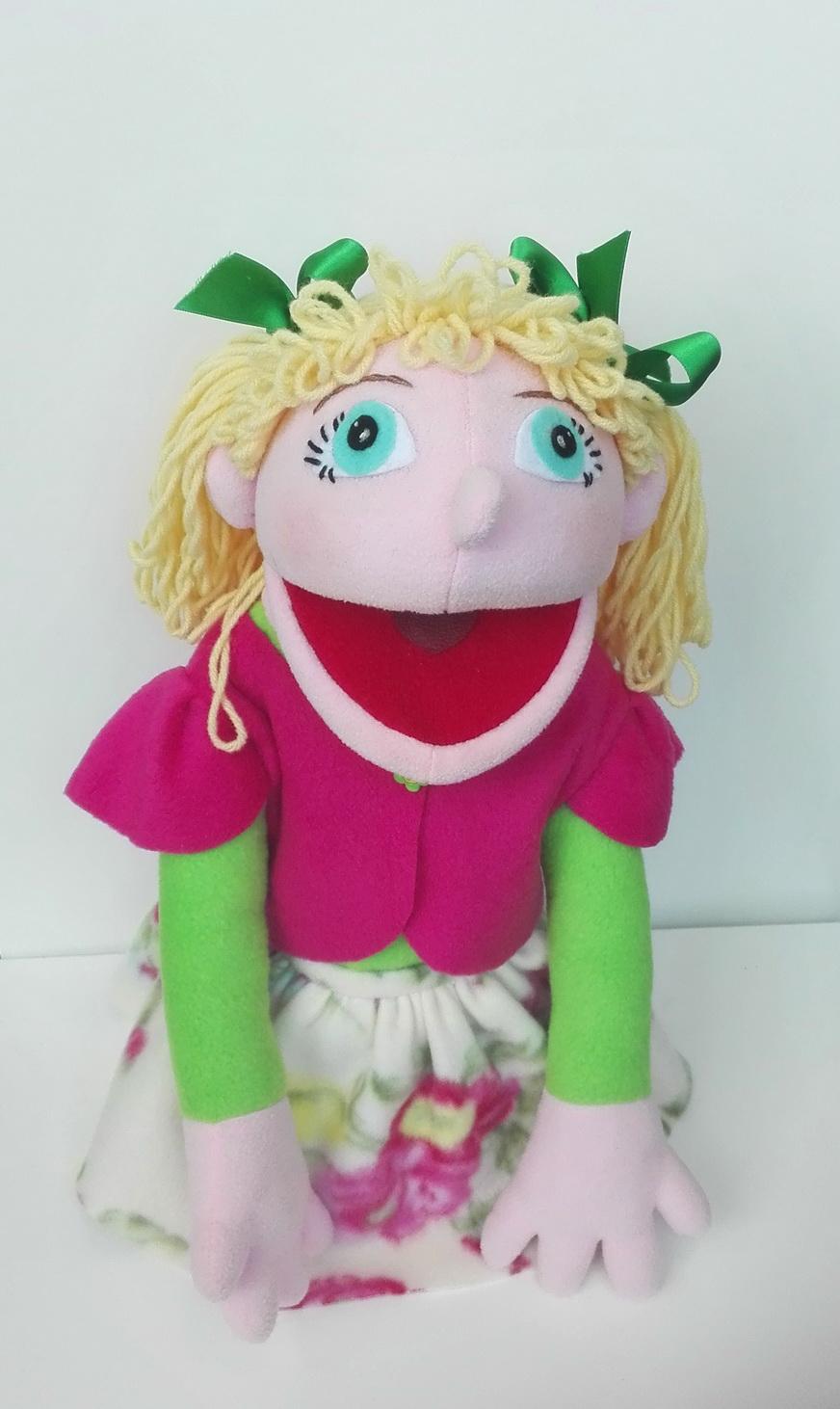 девочка кукла маппет с открывающимся ртом на руку