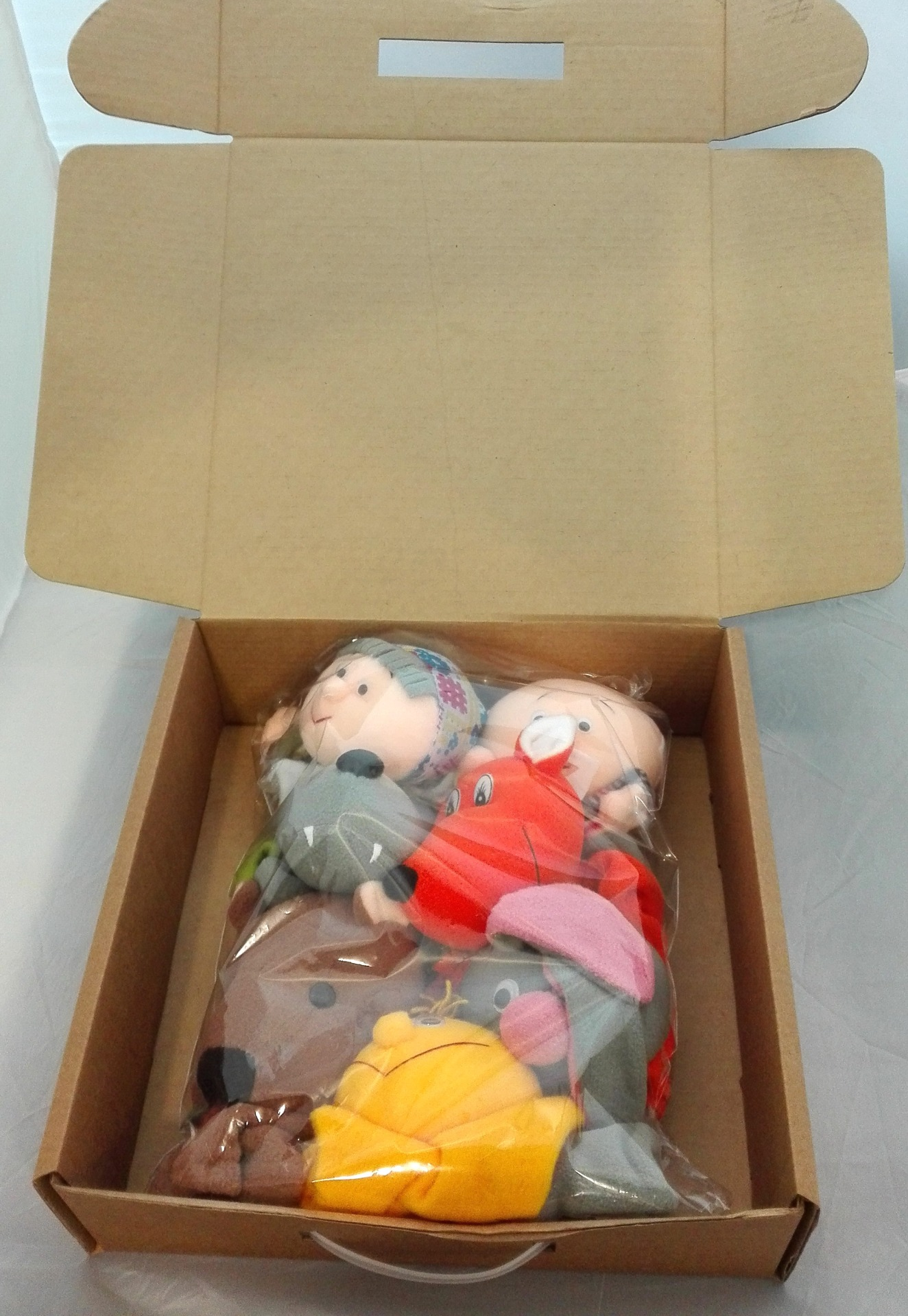 Коробка с набором кукол