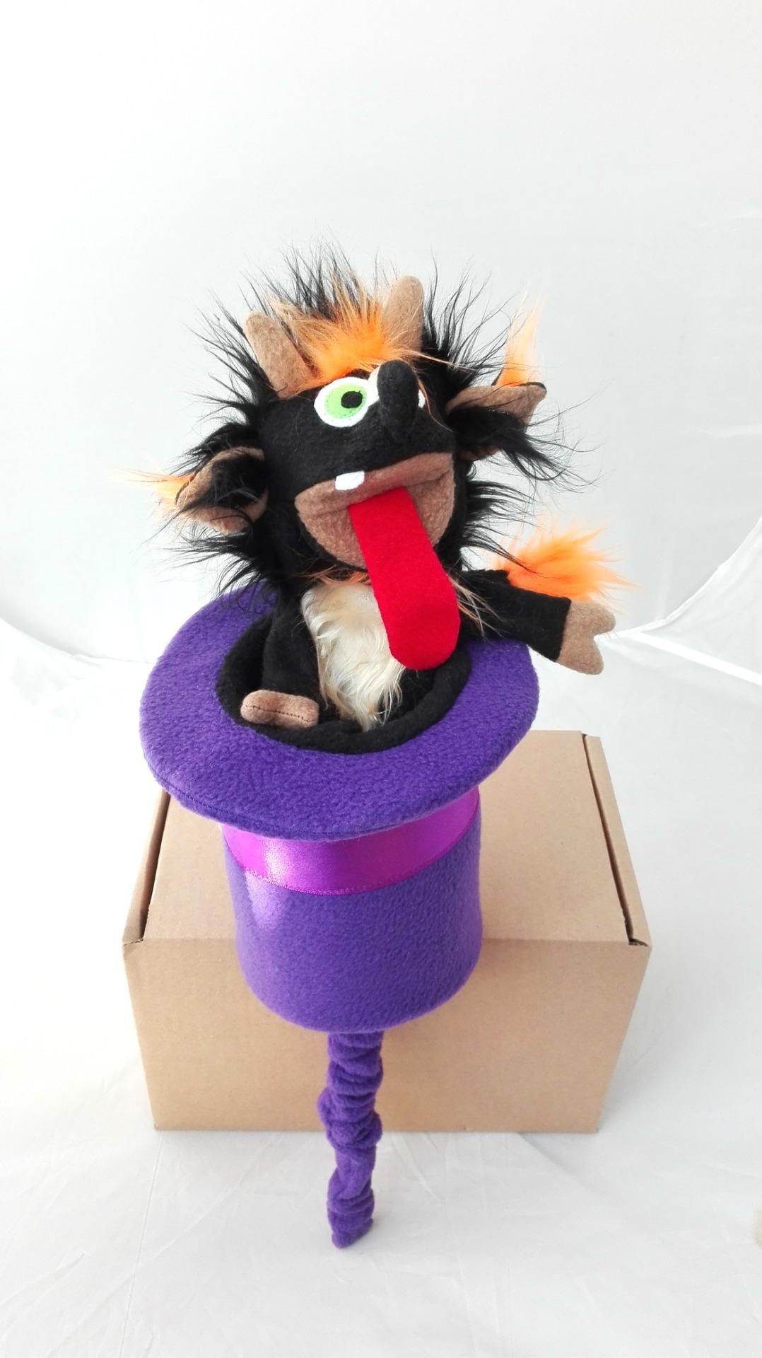 Большой дергунчик или кукла-прятка Чертенок. Появляется из шляпы